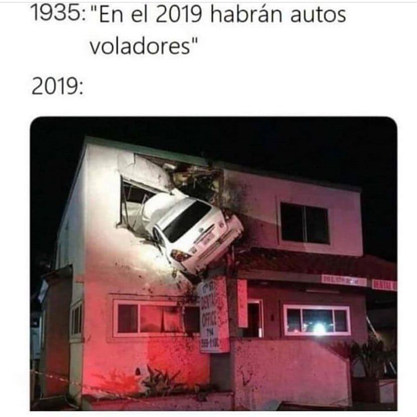 """1935: """"En el 2019 habrán autos voladores"""".  2019:"""