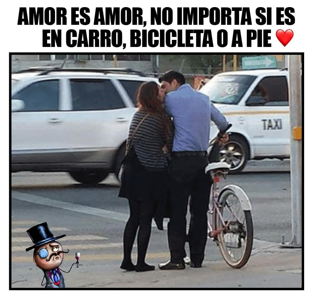 Amor es amor, no importa si es en carro, bicicleta o a pie.