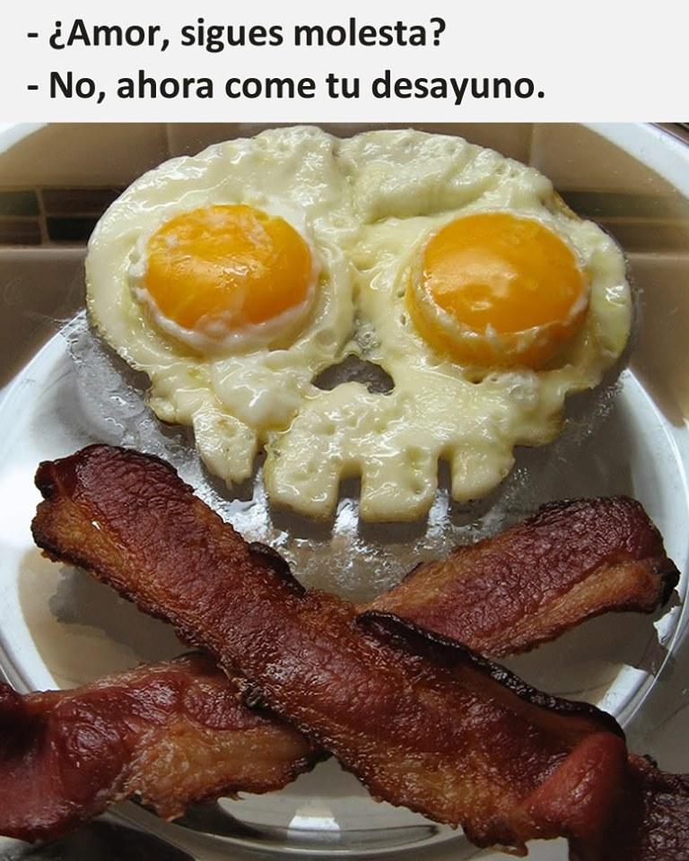- Amor, sigues molesta?  - No, ahora come tu desayuno.