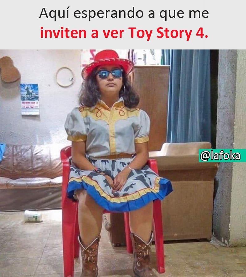 Aquí esperando a que me inviten a ver Toy Story 4.