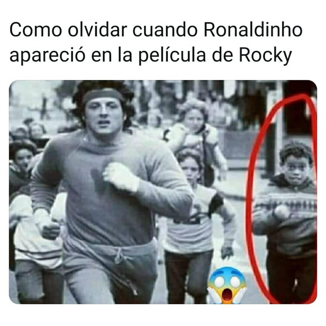 Como olvidar cuando Ronaldinho apareció en la película de Rocky.