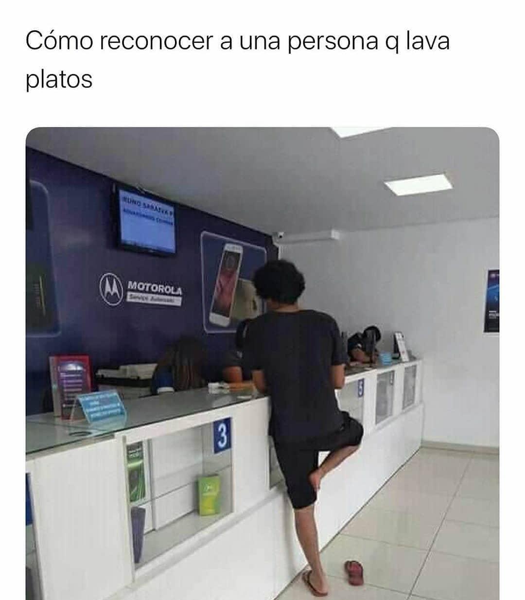 Cómo reconocer a una persona q lava platos.
