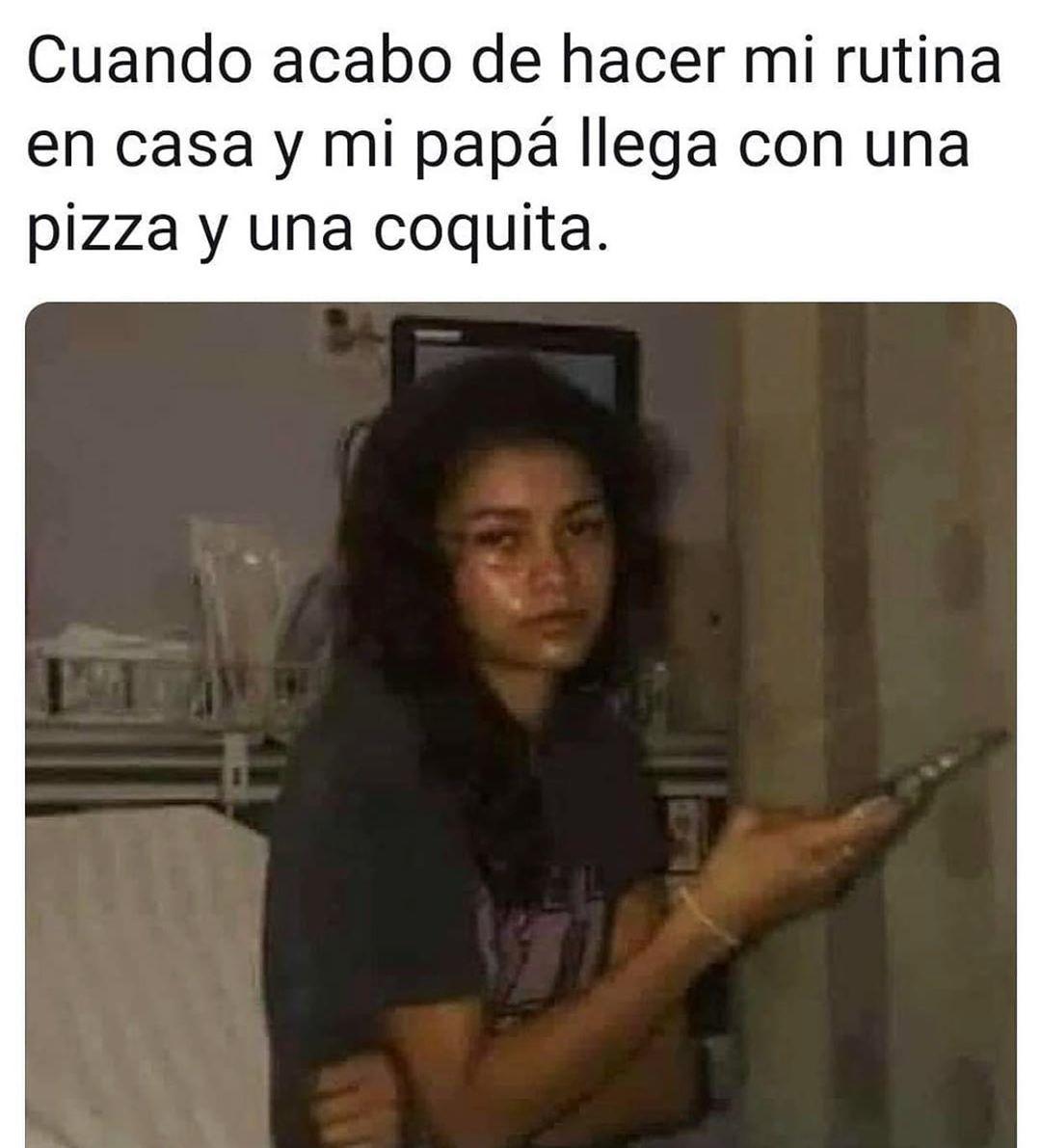 Cuando acabo de hacer mi rutina en casa y mi papá llega con una pizza y una coquita.