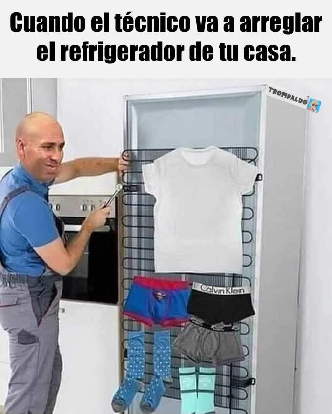 Cuando el técnico va a arreglar el refrigerador de tu casa.