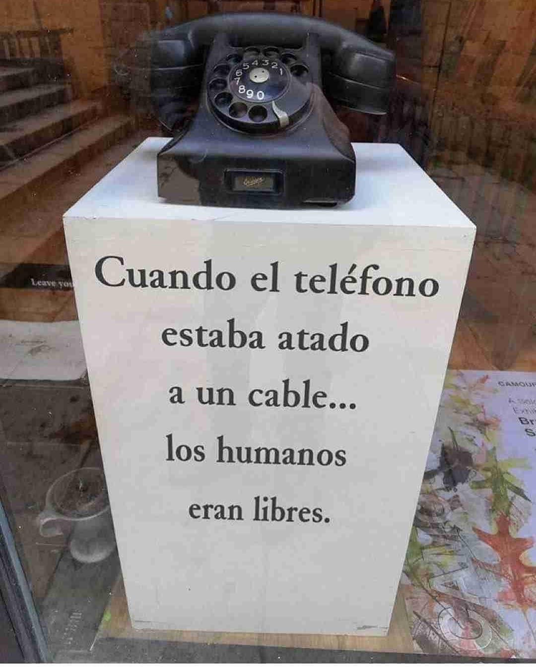 Cuando el teléfono estaba atado a un cable... los humanos eran libres.