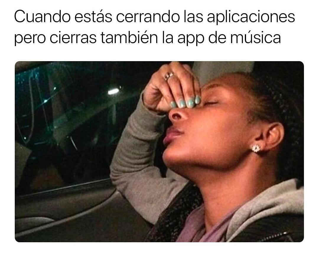 Cuando estás cerrando las aplicaciones pero cierras también la app de música.