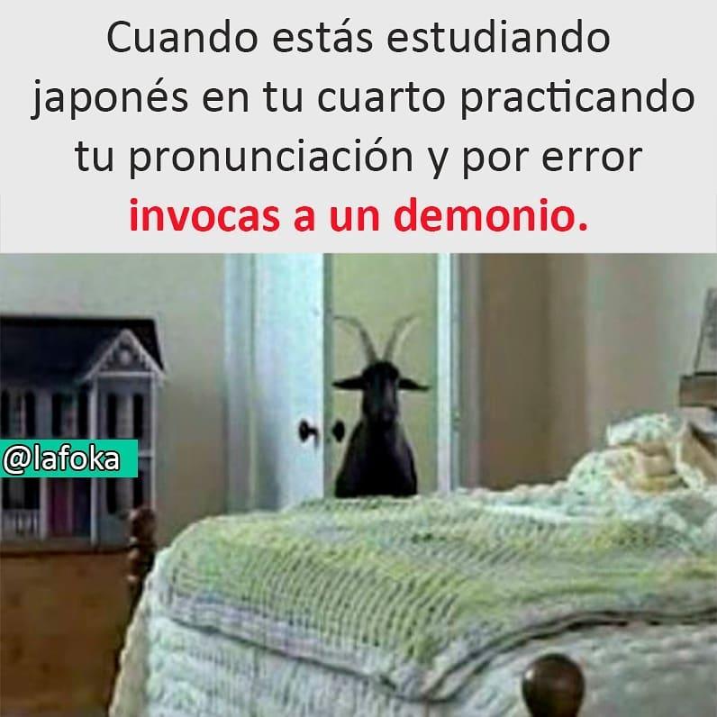 Cuando estás estudiando japonés en tu cuarto practicando tu pronunciación y por error invocas a un demonio.
