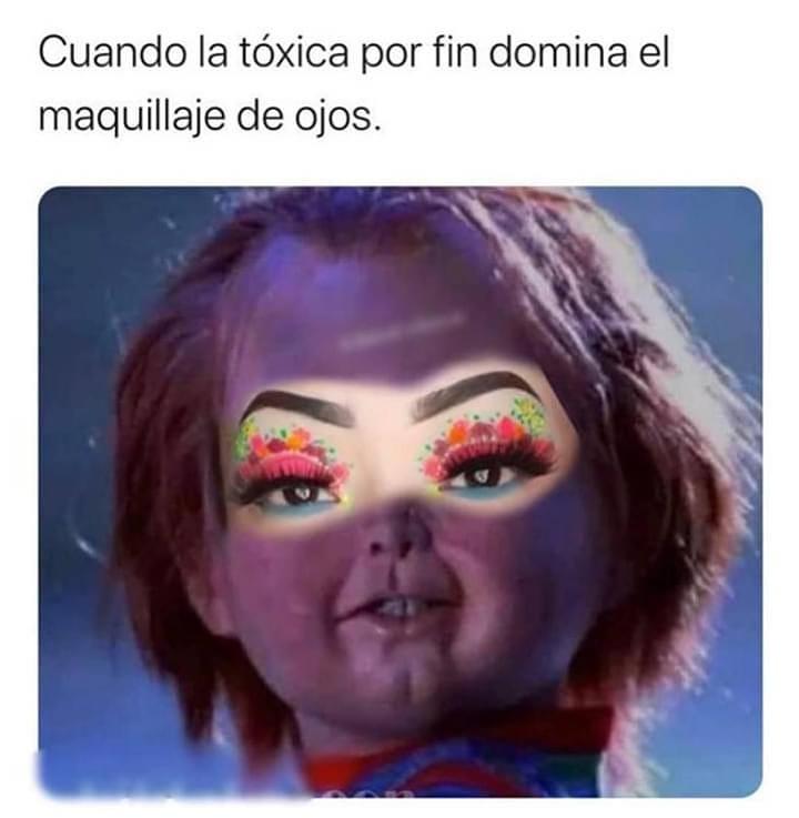 Cuando la tóxica por fin domina el maquillaje de ojos.