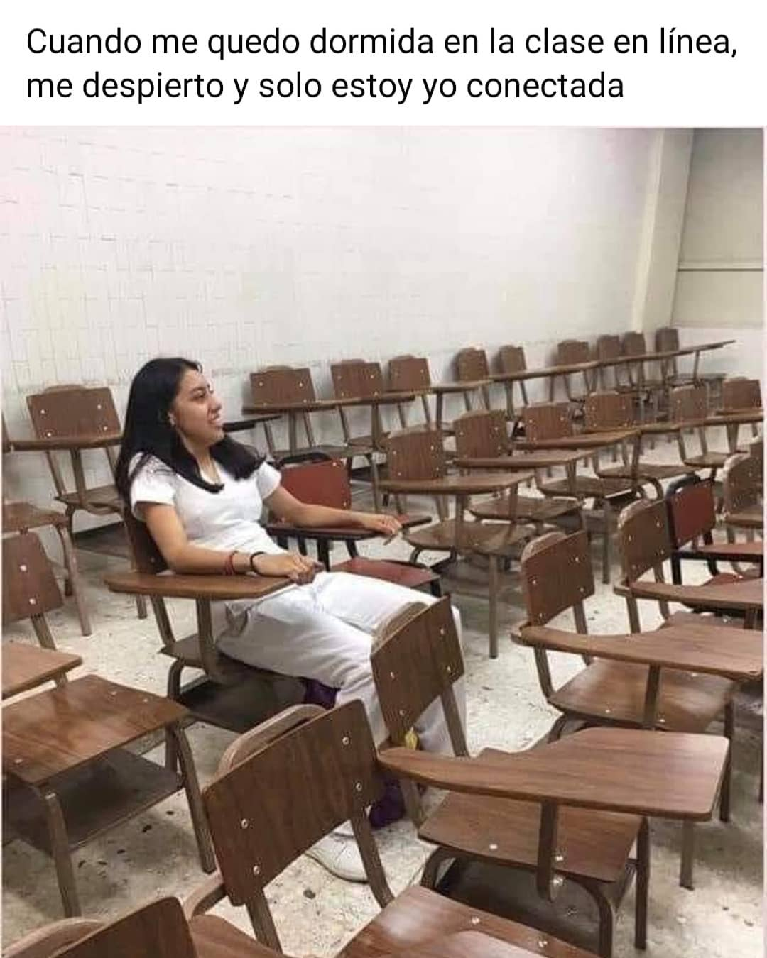 Cuando me quedo dormida en la clase en línea, me despierto y solo estoy yo conectada.