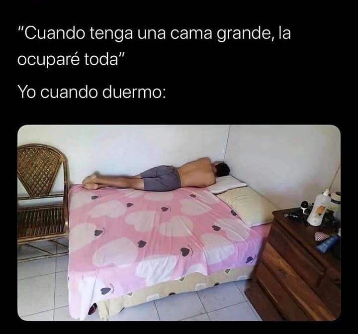 """""""Cuando tenga una cama grande, la ocuparé toda"""".  Yo cuando duermo:"""