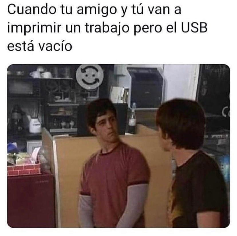 Cuando tu amigo y tú van a imprimir un trabajo pero el USB está vacío.