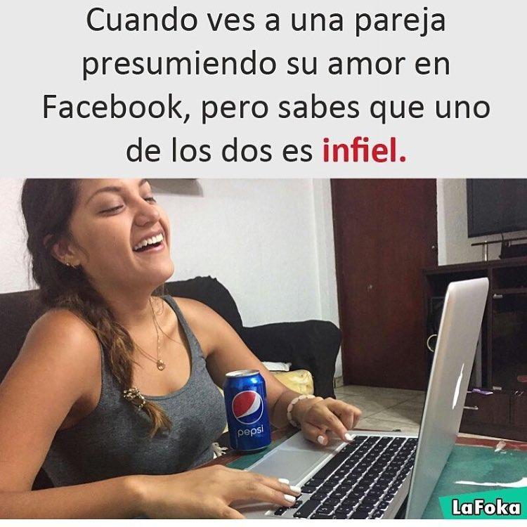 Cuando ves a una pareja presumiendo su amor en Facebook, pero sabes que uno de los dos es infiel.