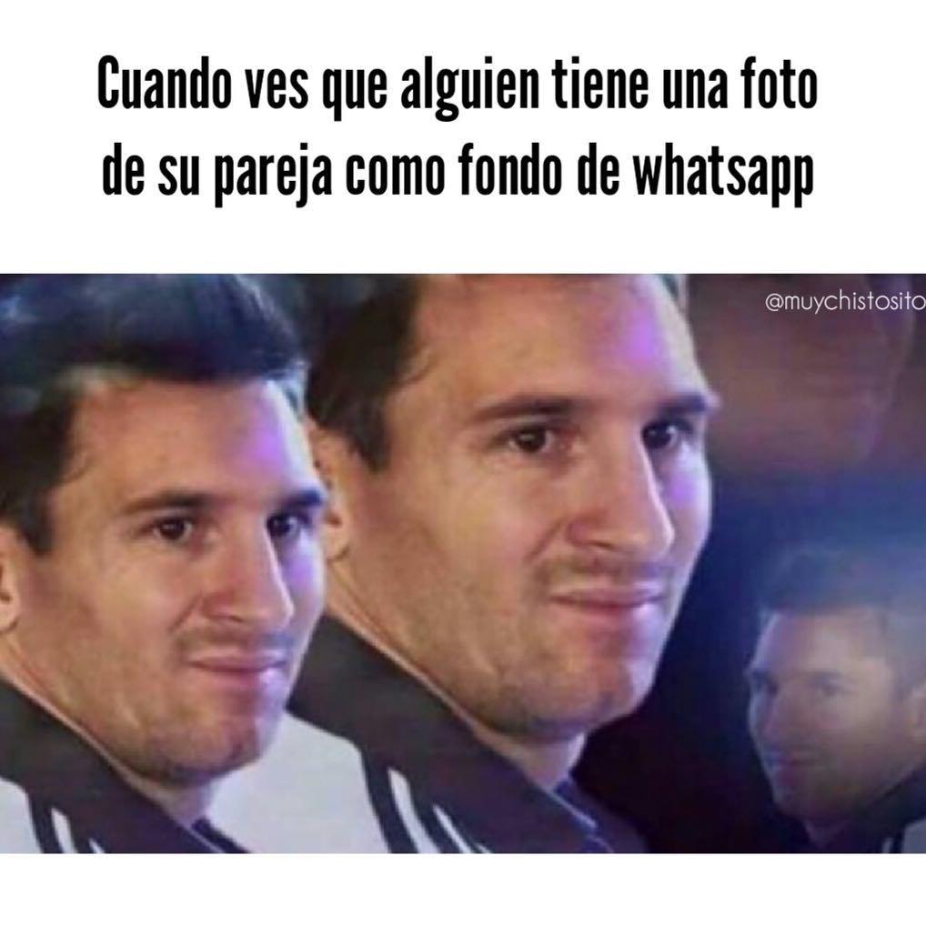 Cuando ves que alguien tiene una foto de su pareja como fondo de Whatsapp.