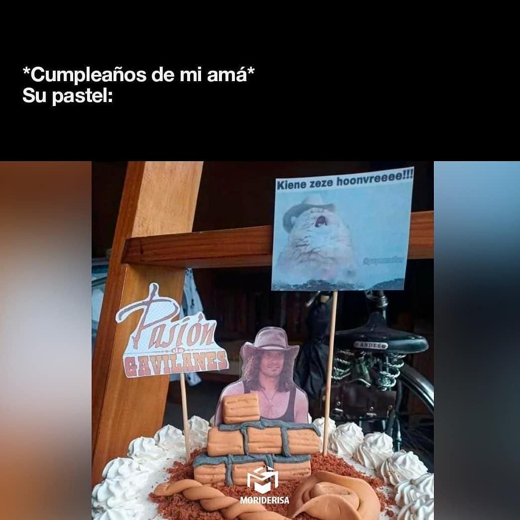 *Cumpleaños de mi amá* Su pastel: