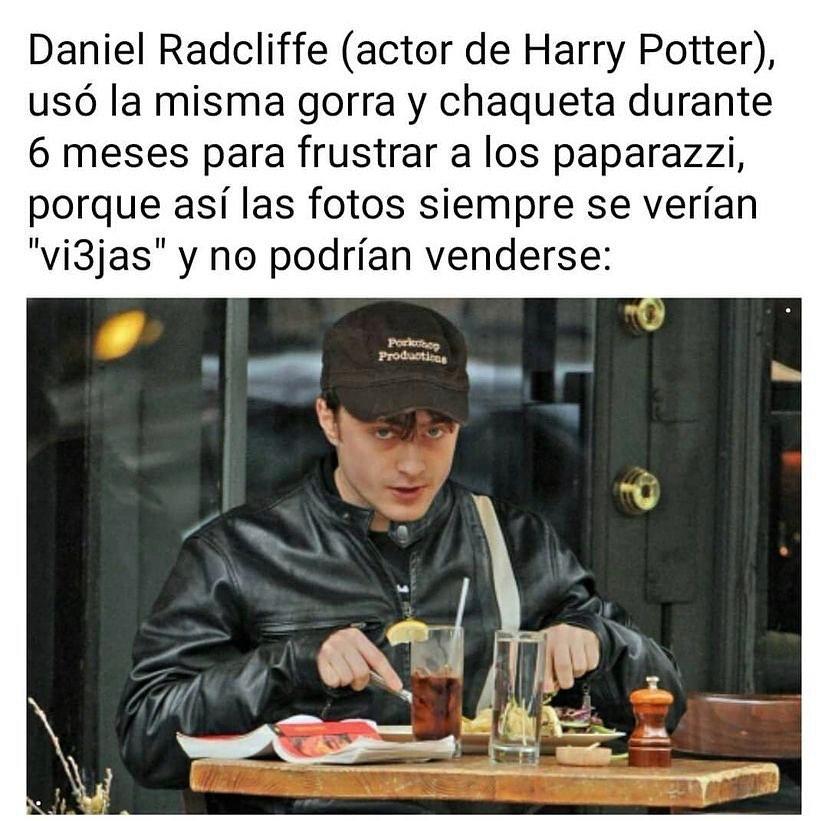 """Daniel Radcliffe (actor de Harry Potter), usó la misma gorra y chaqueta durante 6 meses para frustrar a los paparazzi, porque así las fotos siempre se verían """"viejas"""" y no podrían venderse:"""