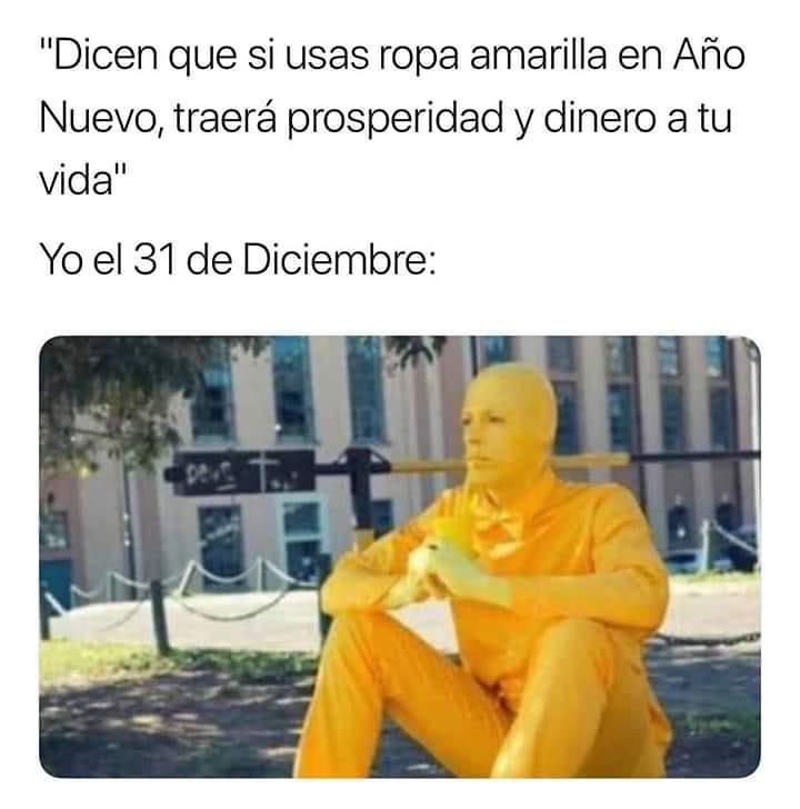 """""""Dicen que si usas ropa amarilla en Año Nuevo, traerá prosperidad y dinero a tu vida"""".  Yo el 31 de Diciembre:"""