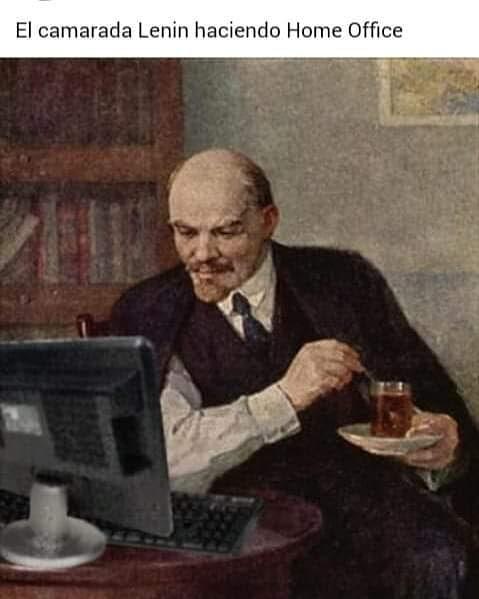 El camarada Lenin haciendo Home Office.