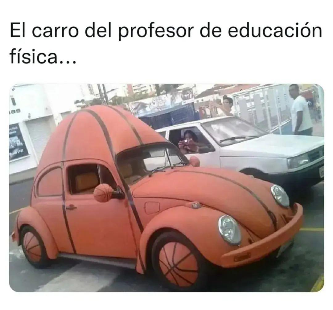El carro del profesor de educación física...