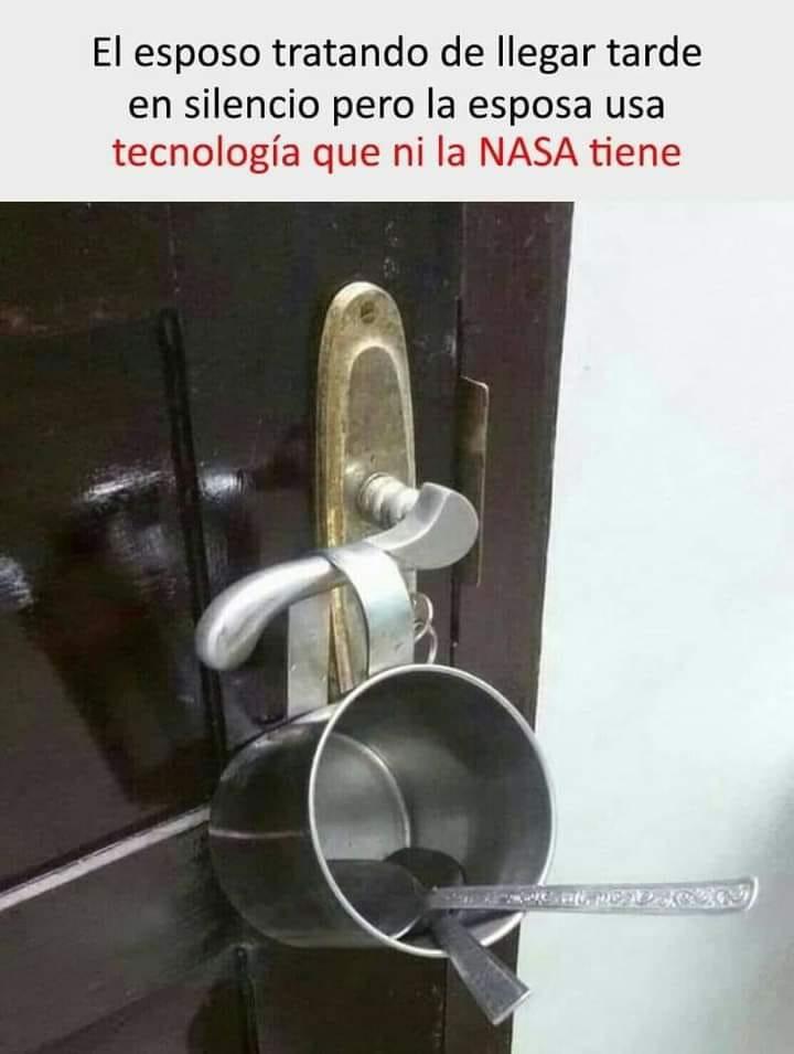 El esposo tratando de llegar tarde en silencio pero la esposa usa tecnología que ni la NASA tiene.