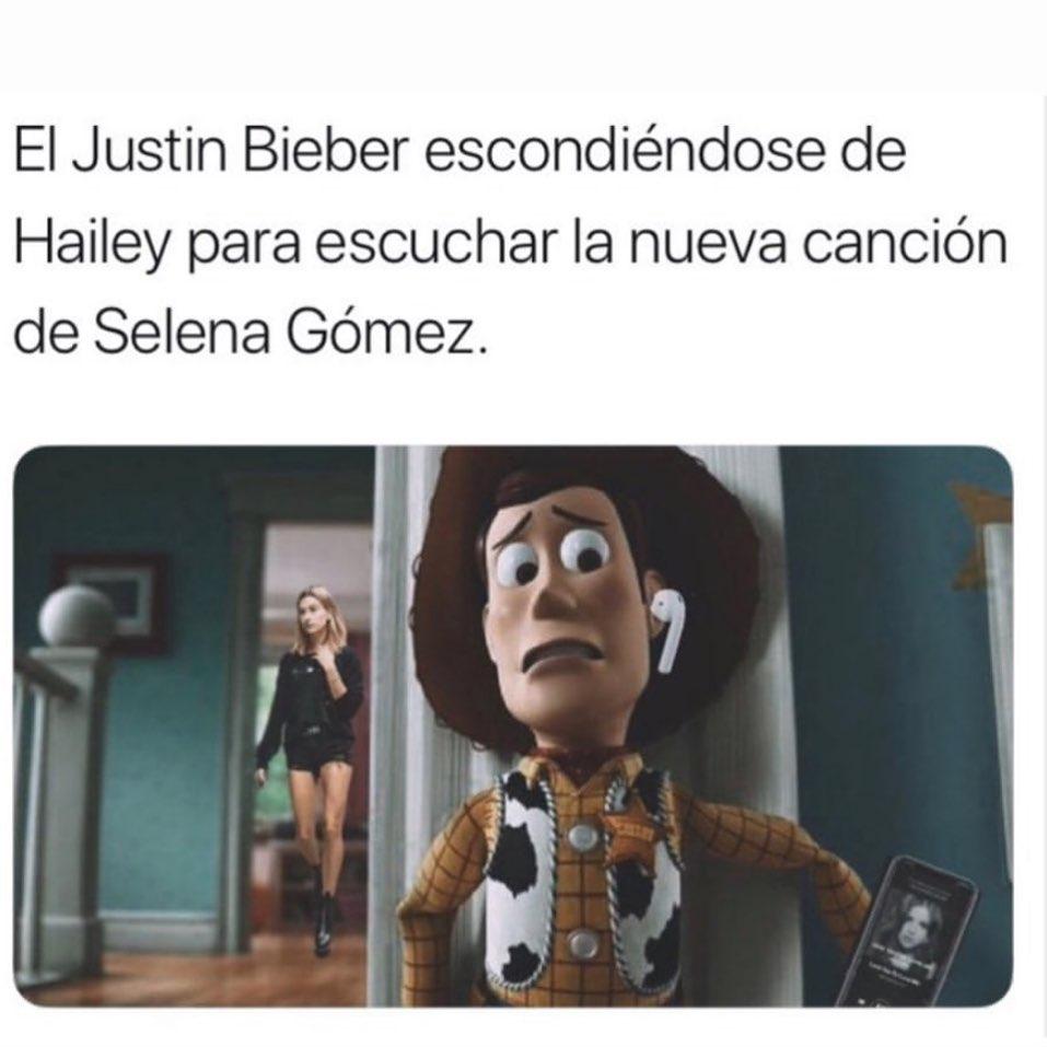 El Justin Bieber escondiéndose de Hailey para escuchar la nueva canción de Selena Gómez.