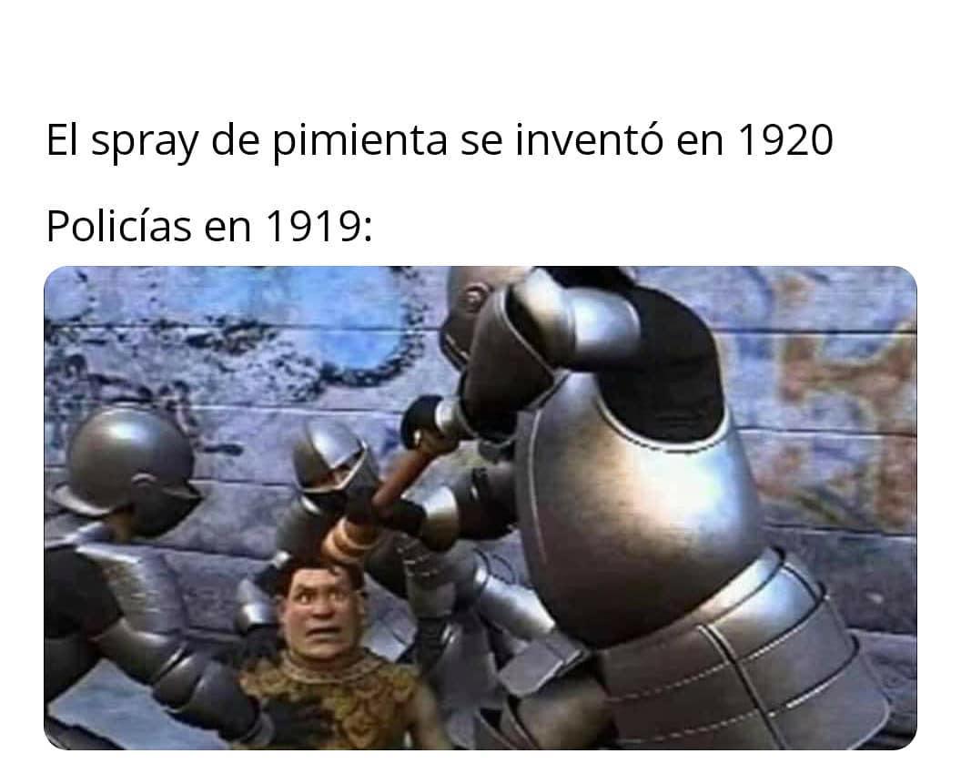 El spray de pimienta se inventó en 1920.  Policías en 1919: