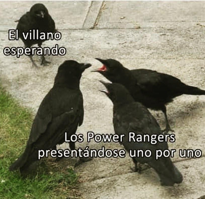 El villano esperando. / Los Power Rangers presentándose uno por uno.