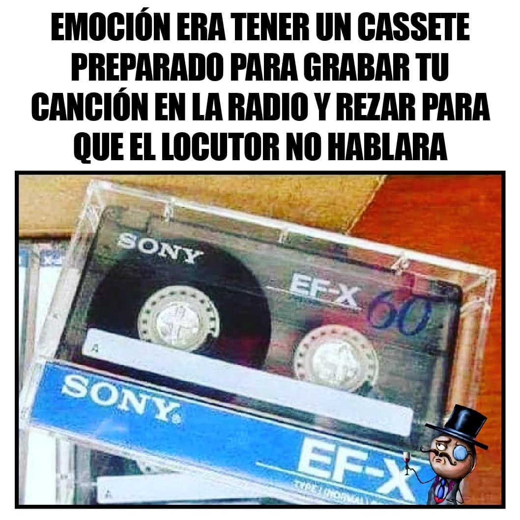 Emoción era tener un cassete preparado para grabar tu canción en la radio y rezar para que el locutor no hablara.