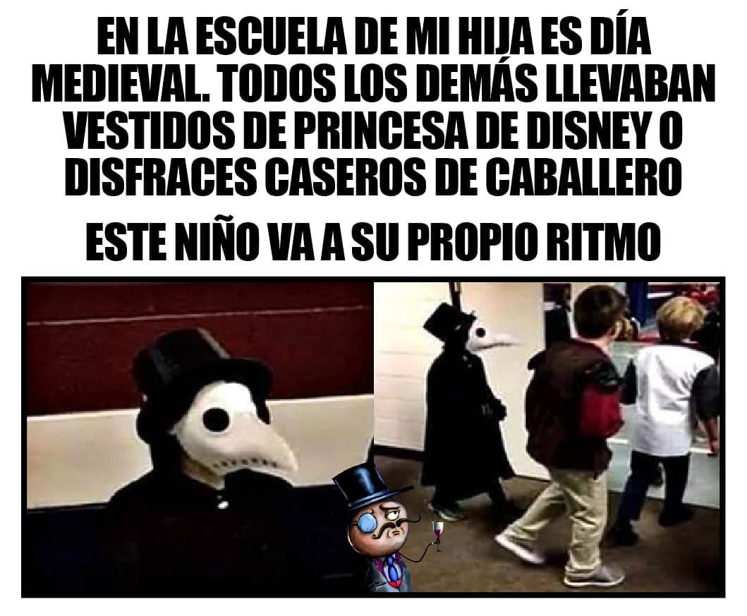 En la escuela de mi hija es día medieval. Todos los demás llevaban vestidos de princesa de Disney o disfraces caseros de caballero. Este niño va a su propio ritmo.