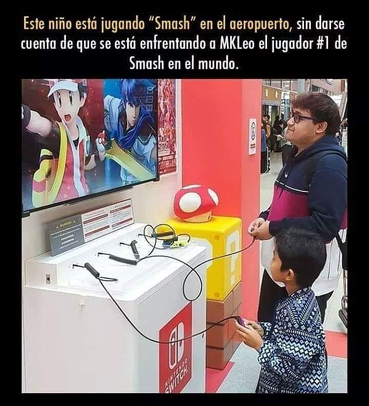 """Este niño está jugando """"Smash"""" en el aeropuerto, sin darse cuenta de que se estó enfrentando a MKLeo el jugador de Smash en el mundo."""