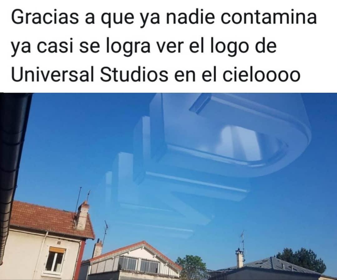 Gracias a que ya nadie contamina ya casi se logra ver el logo de Universal Studios en el cieloooo.