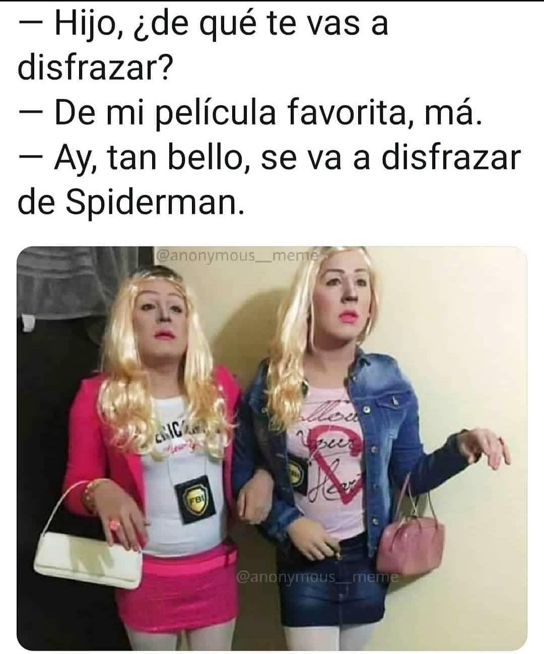 Hijo, ¿de qué te vas a disfrazar?  De mi película favorita, má.  Ay, tan bello, se va a disfrazar de Spiderman.