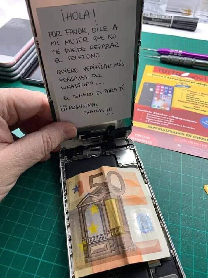 ¡Hola! Por favor, dile a mi mujer que no se puede reparar el teléfono.  Quiere verificar mis mensajes del whatsapp...  El dinero es para ti.  ¡¡¡Muchísimas gracias!!!