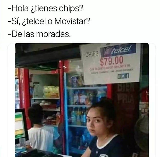Hola ¿tienes chips?  Sí, ¿Telcel o Movistar?  De las moradas.