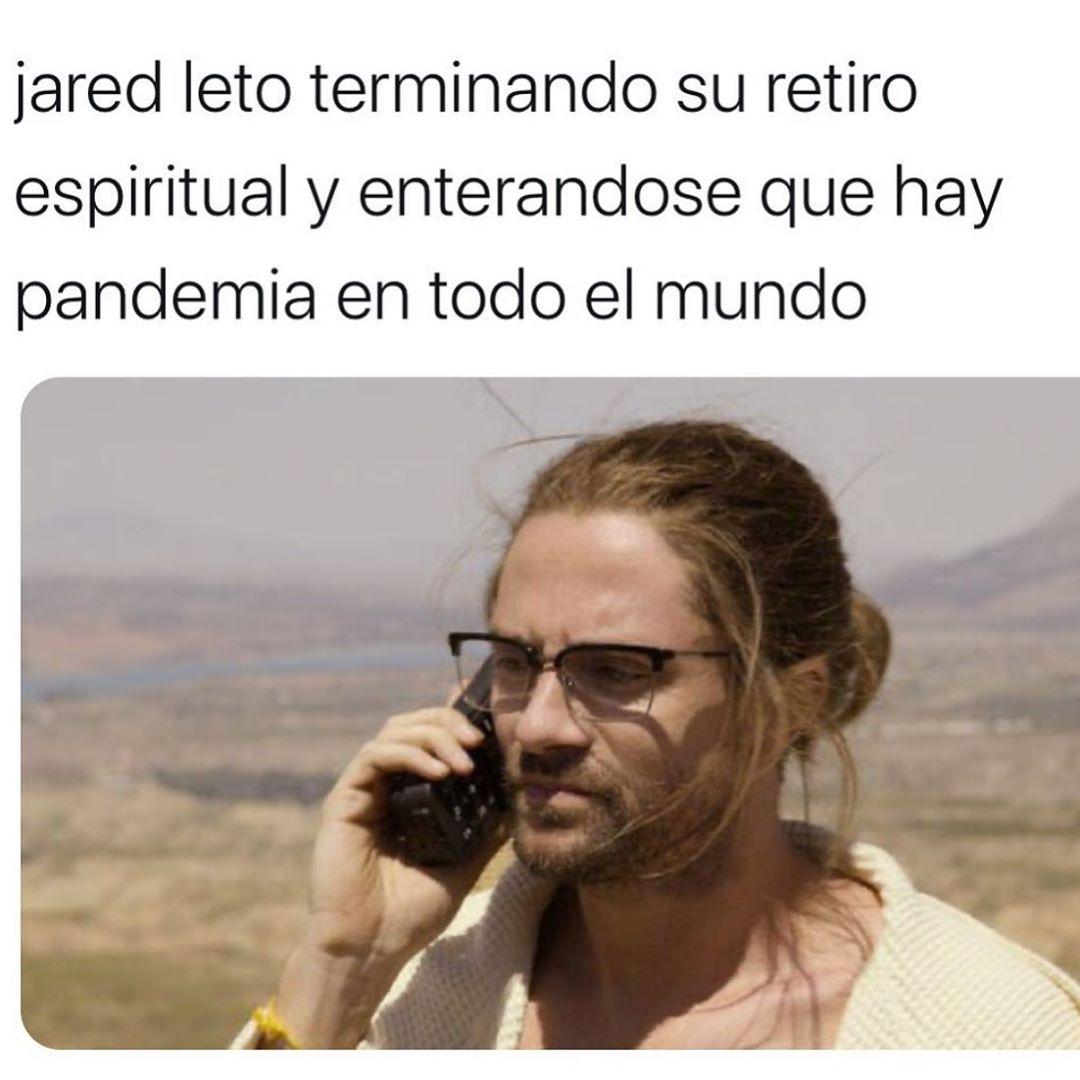 Jared Leto terminando su retiro espiritual y enterándose que hay pandemia en todo el mundo.