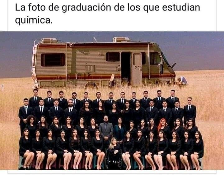 La foto de graduación de los que estudian química.