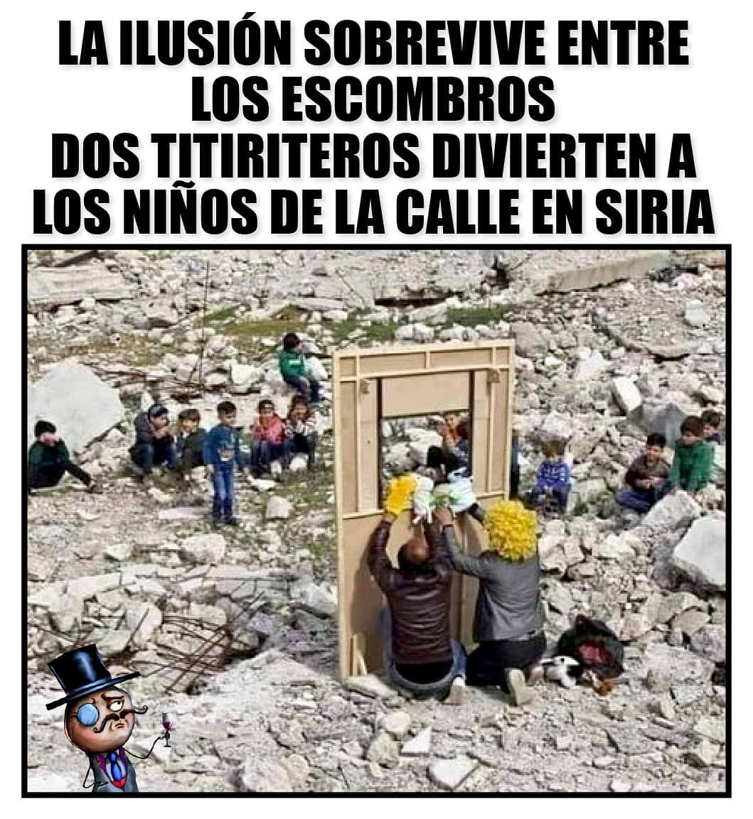 La ilusión sobrevive entre los escombros, dos titiriteros divierten a los niños de la calle en Siria.