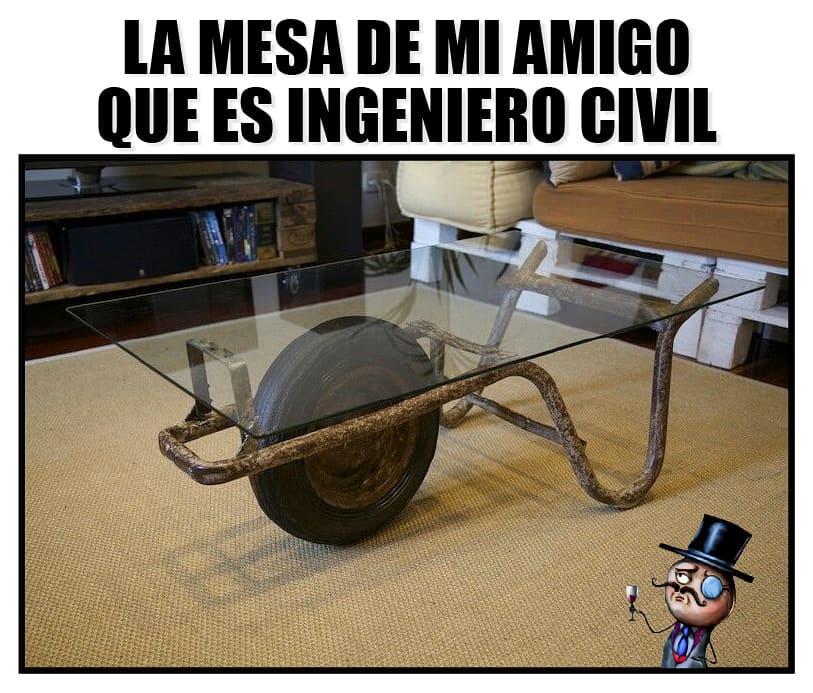 La mesa de mi amigo que es ingeniero civil.