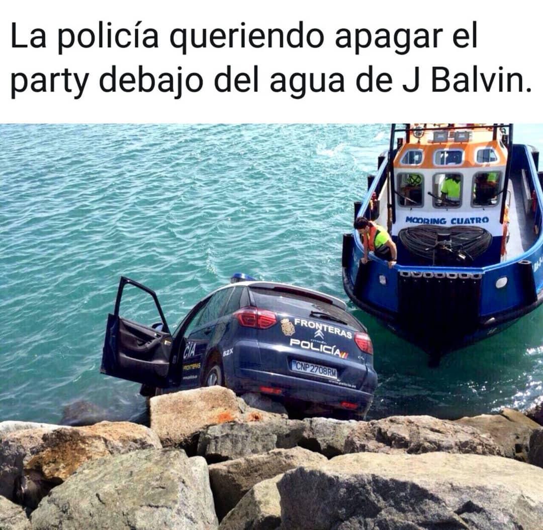 La policía queriendo apagar el party debajo del agua de J Balvin.