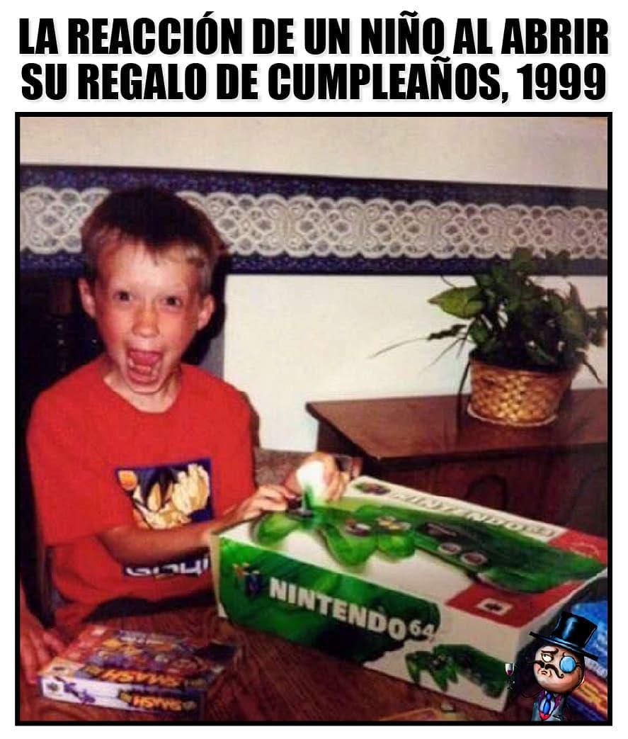 La reacción de un niño al abrir su regalo de cumpleaños, 1999.