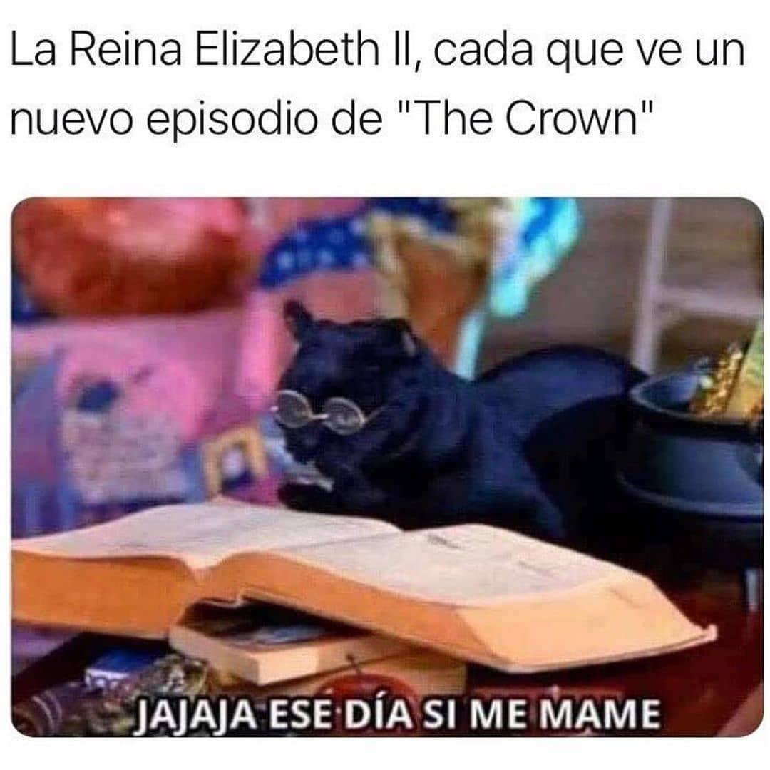 """La Reina Elizabeth II, cada que ve un nuevo episodio de """"The Crown"""".  Jajaja ese día sí me mamé."""