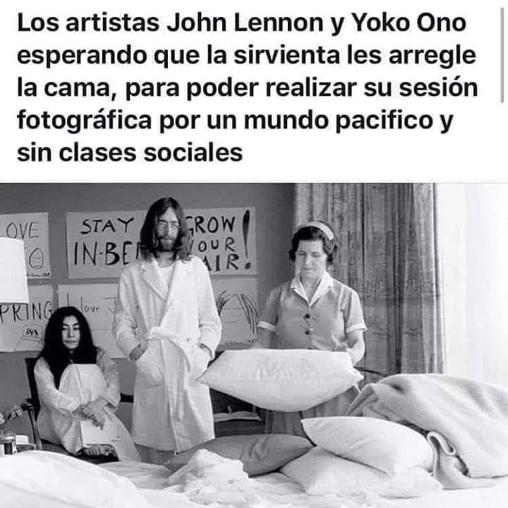 Los artistas John Lennon y Yoko Ono esperando que la sirvienta les arregle la cama, para poder realizar su sesión fotográfica por un mundo pacífico y sin clases sociales.