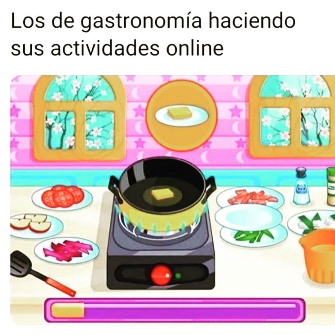 Los de gastronomía haciendo sus actividades online.