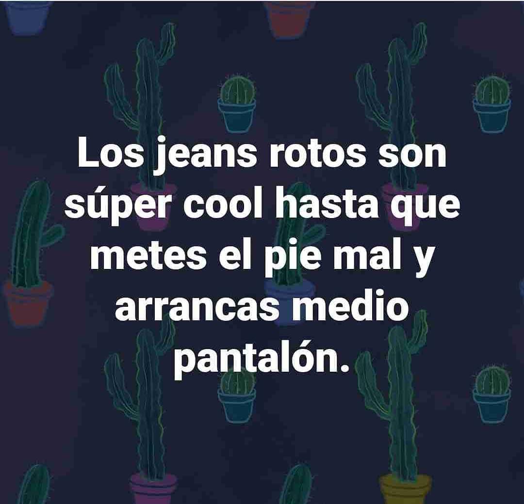 Los jeans rotos son súper cool hasta que metes el pie mal y arrancas medio pantalón.