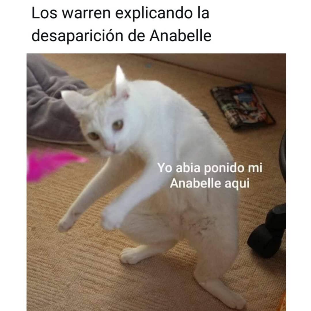 Los warren explicando la desaparición de Anabelle.  Yo abla ponido mi Anabelle aquí.