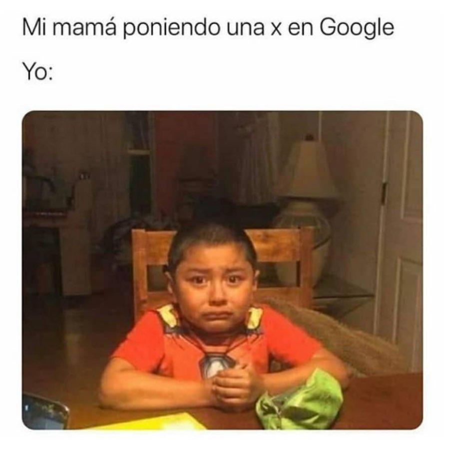 Mi mamá poniendo una x en Google.  Yo: