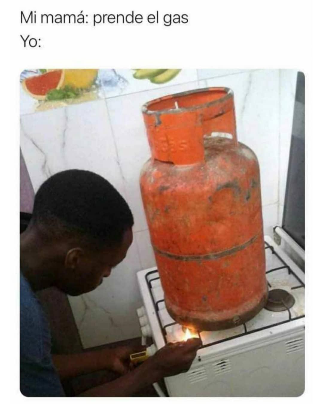 Mi mamá: Prende el gas.  Yo:
