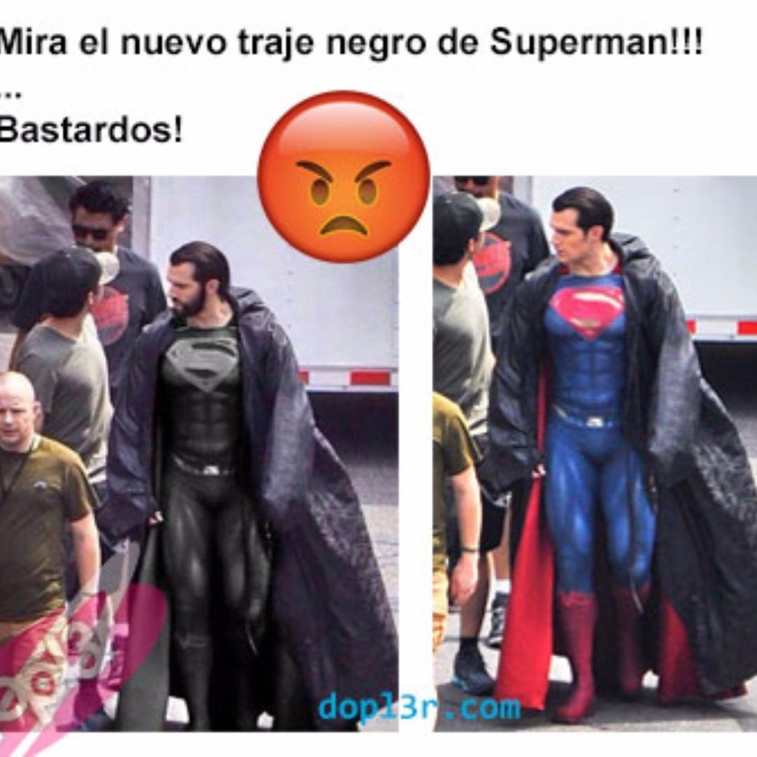 Mira el nuevo traje negro de Superman!!!  Bastardos.