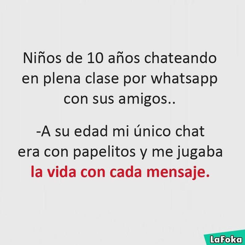Niños de 10 años chateando en plena clase por whatsapp con sus amigos..  A su edad mi único chat era con papelitos y me jugaba la vida con cada mensaje.