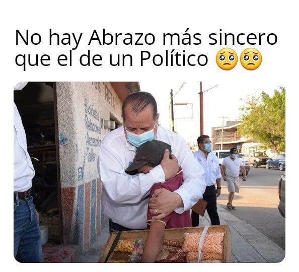 No hay abrazo más sincero que el de un político.