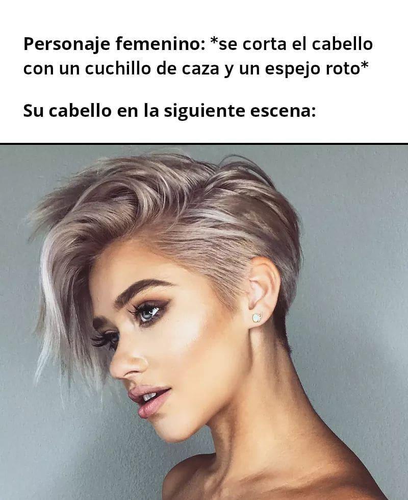 Personaje femenino: Se corta el cabello con un cuchillo de caza y un espejo roto.  Su cabello en la siguiente escena: